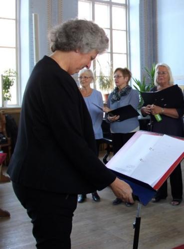 Vår dirigent Ida - prøve i Vårdklockan kyrka